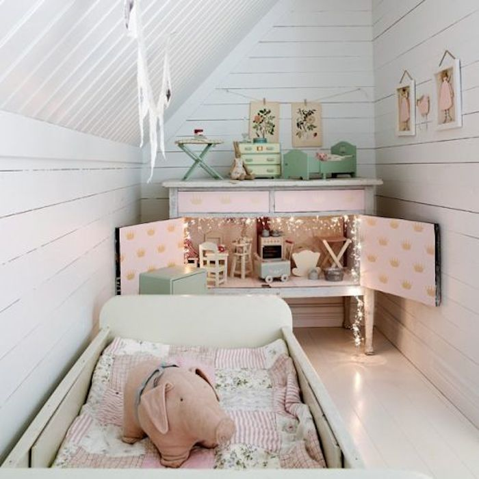 What I'm Loving: Twinkle Lights in the baby's room // www.thehiveblog.com