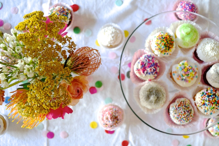 5 simple steps to throwing a baby sprinkle // www.thehiveblog.com