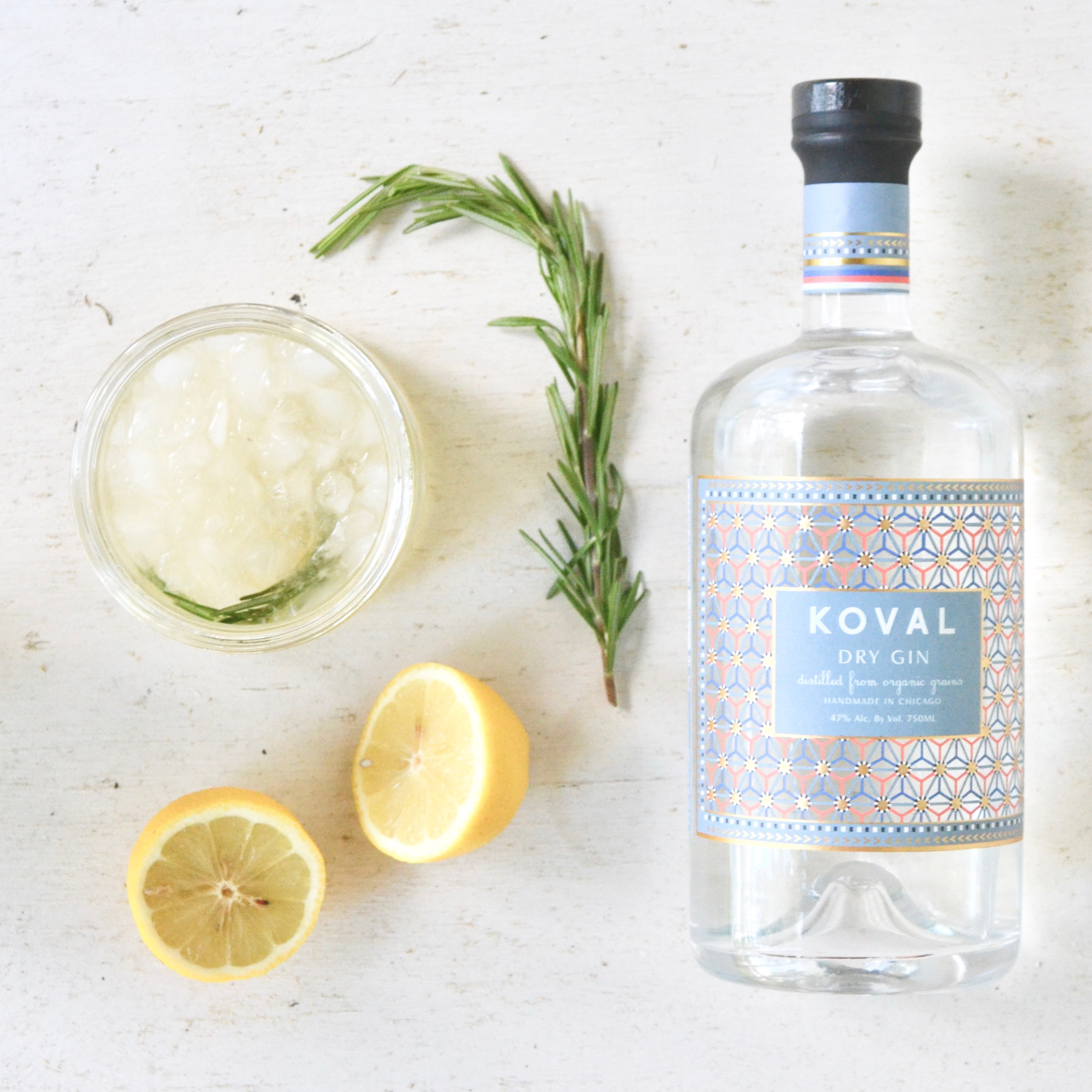 Rosemary Gin Lemonade via thehiveblog.com