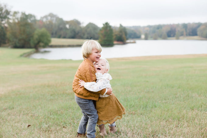 Christmas Card Photo Shoot at Livingston, MS // www.thehiveblog.com