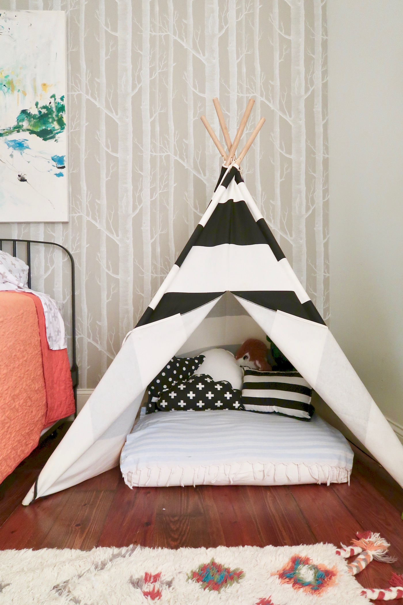 Teepee Joy pillows for little boy's room // www.thehiveblog.com