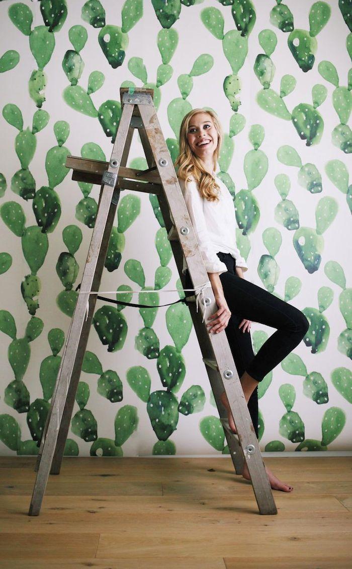 AMAZING Cactus Wallpaper.... Dying! // www.thehiveblog.com