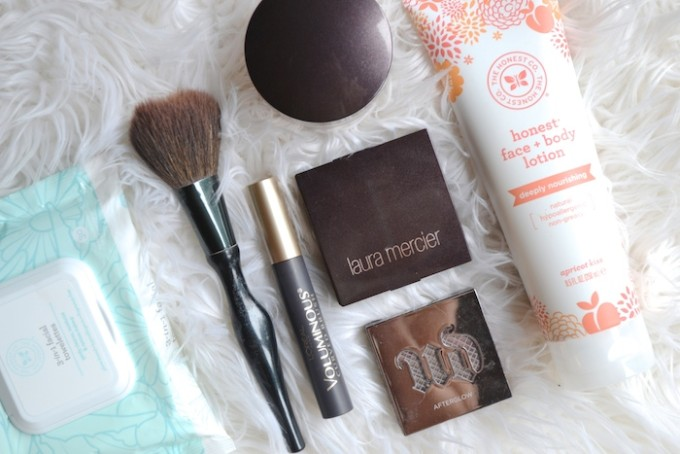 Facing The Everyday - a simplified beauty routine for busy moms // www.thehiveblog.com
