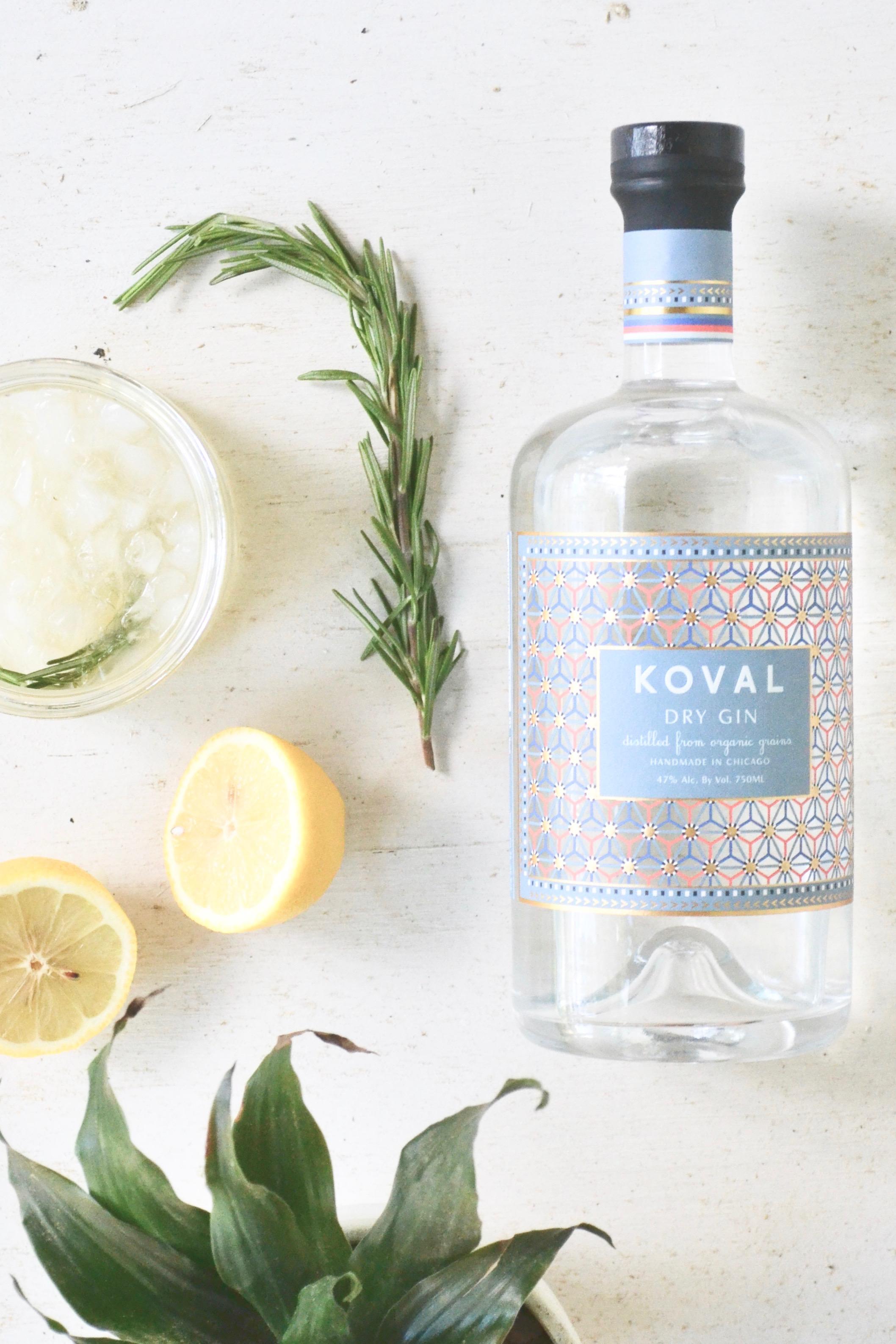 Rosemary Gin Lemonade via thehiveblog.com