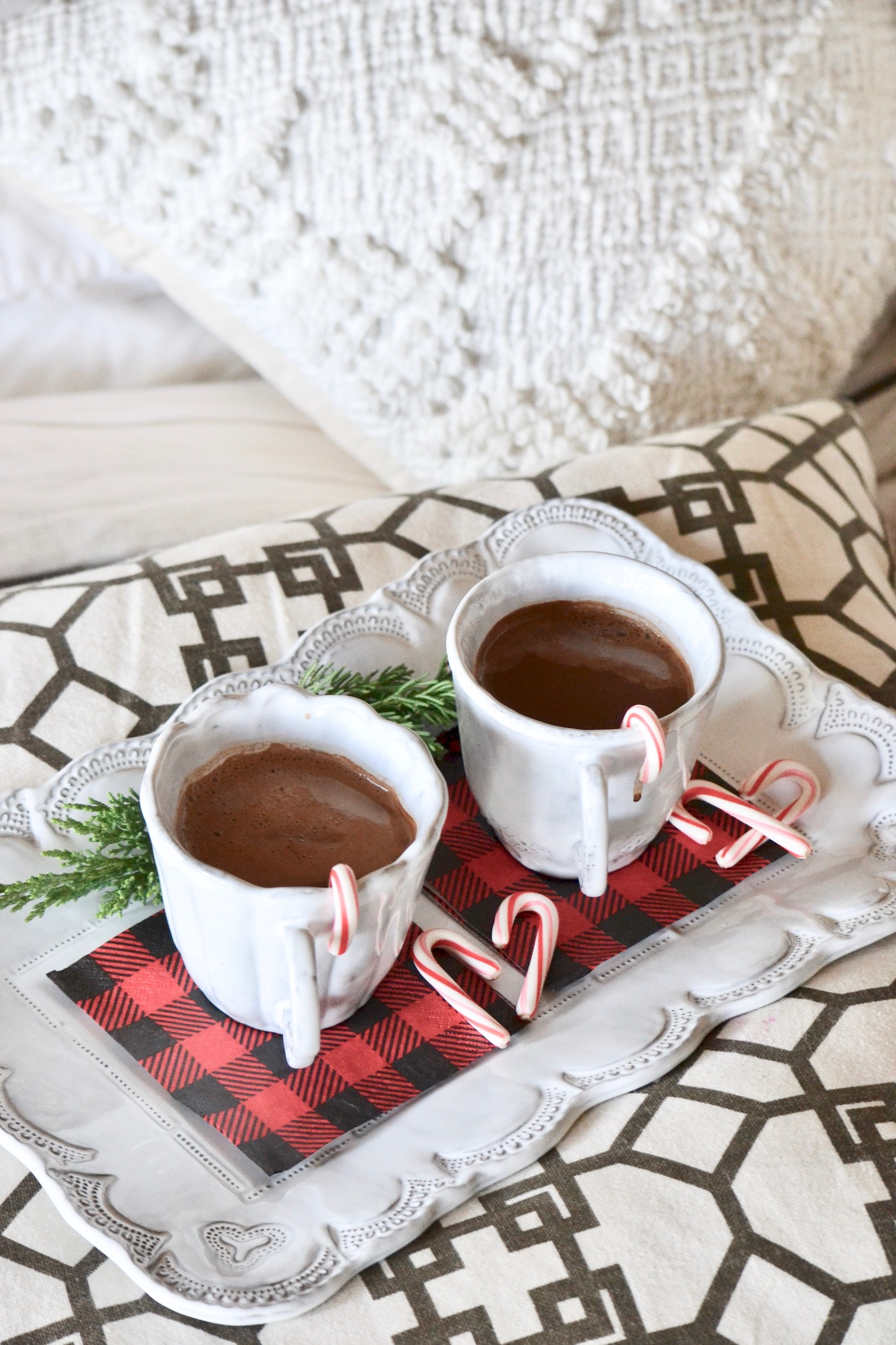 Cocoa For Two + The Best Christmas Movies // www.thehiveblog.com