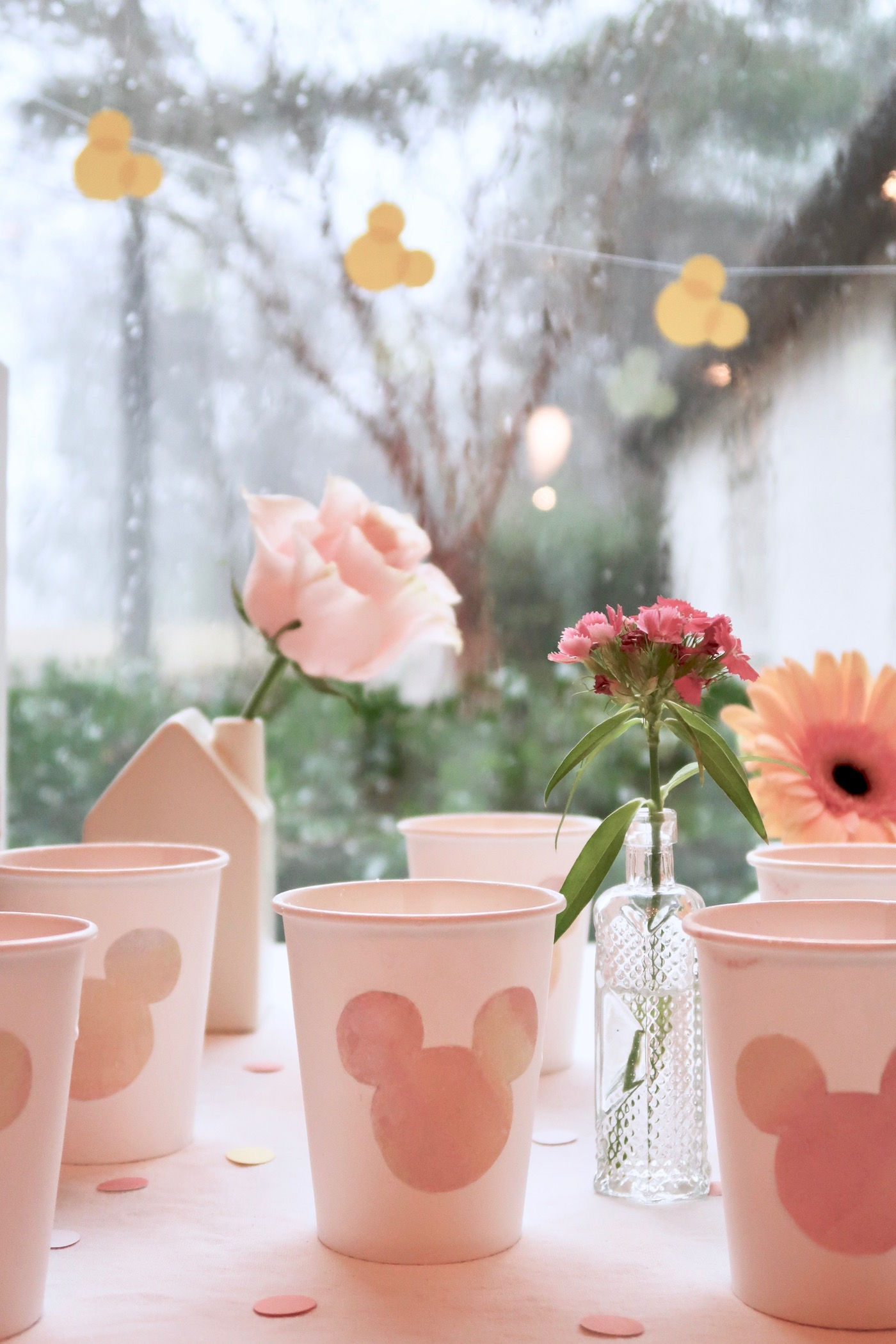 """""""A Mouse in the House"""" // a very understated Minnie Mouse party // www.thehiveblog.com #minnieparty #minniemouse #chicminnie"""