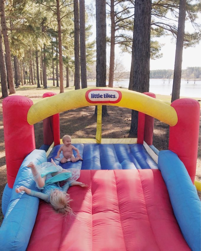 Roundup of bouncy houses that are all $200 or UNDER! // www.thehiveblog.com