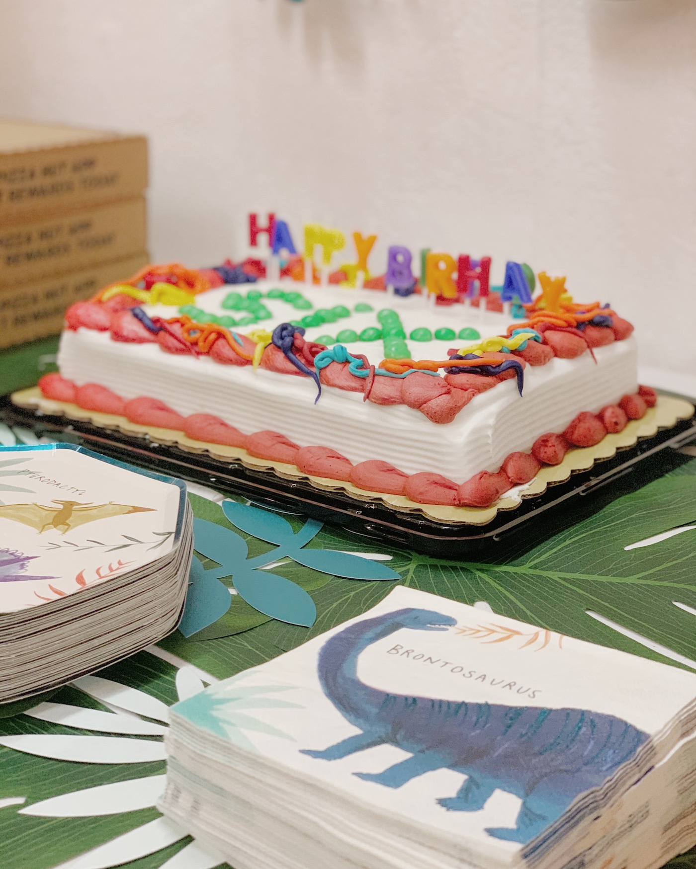 A simplified sixth birthday party // thehiveblog.com
